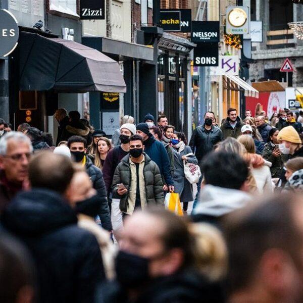 Stand.nl: 'Het coronabeleid moet voortaan op lokaal niveau worden bepaald'