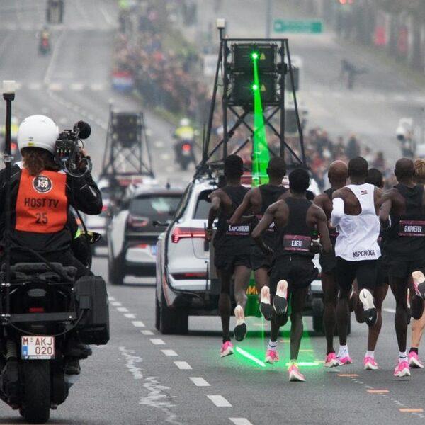 De gewone marathon gaat ook onder de twee uur