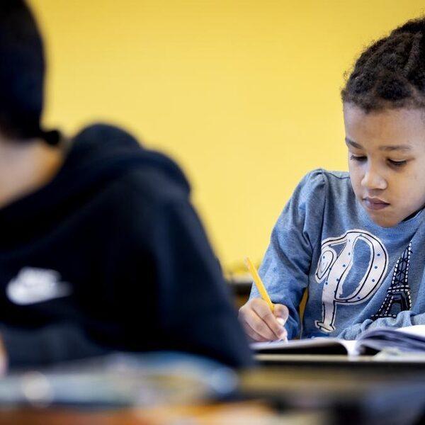 Kleinere klassen, later selecteren, jonger naar school: wat te doen aan kansenongelijkheid?