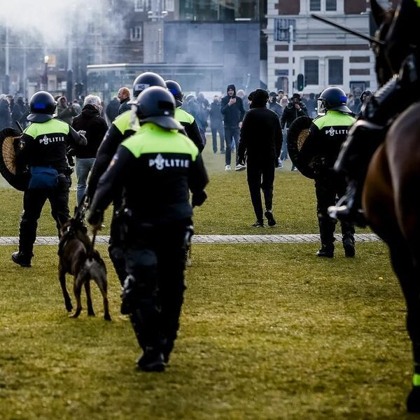 'Gesprek over racisme moet ook door politieagenten zonder migratie-achtergrond worden gevoerd'