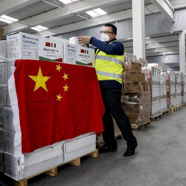 Mondkapjes en moddergooien: zo werkt de Chinese pr-machine