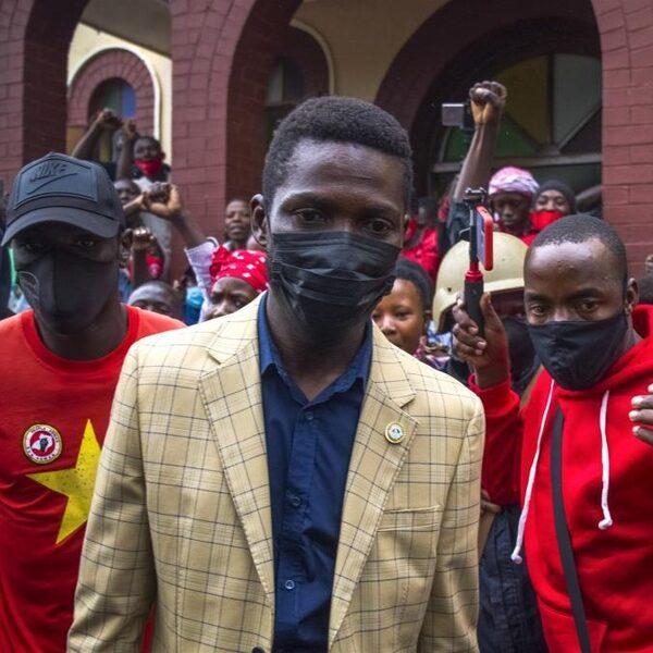 Waarom presidentskandidaat Bobi Wine Oegandese stemmen in Nederland wil laten tellen