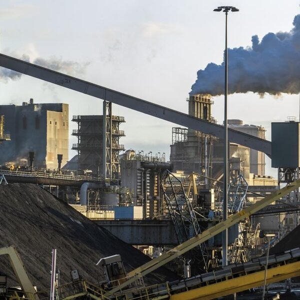 FNV wil dat Tata Steel Ijmuiden sneller gaat verduurzamen