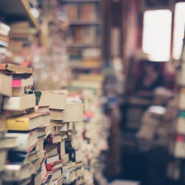 Leestip van Aldith Hunkar en Roos Moggré: 'Je kunt beter poëzie lezen dan in therapie gaan'