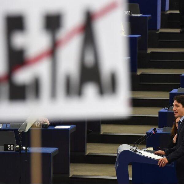 PvdA trekt steun voor CETA-verdrag in