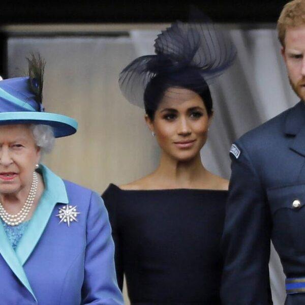 'Queen Elisabeth heeft zich erg kwetsbaar opgesteld in kwestie Harry en Meghan'