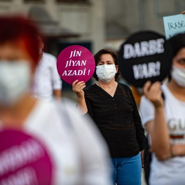 Vrouwen dagelijks vermoord in Turkije: opstand op Twitter tegen seksisme
