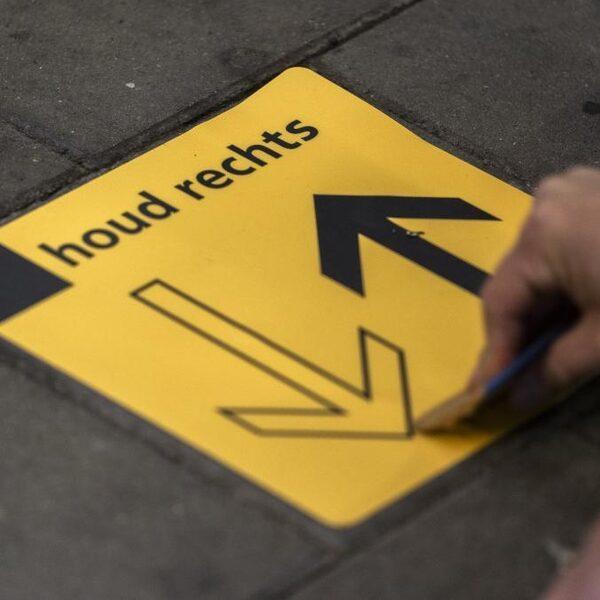 Drie basisregels NS-stations: rechts houden, 1,5 meter afstand en mondkapje op