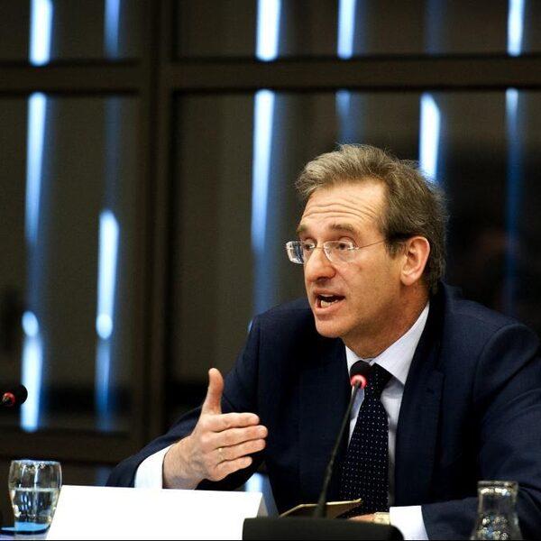 'Stap niet uit de euro, maar maak wel nieuwe afspraken'