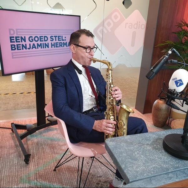 Benjamin Herman haalt van alles uit zijn favoriete sax: noten en kwijl
