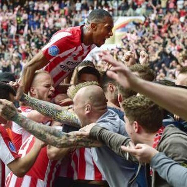 PSV landskampioen na klinkende 3-0 zege op Ajax