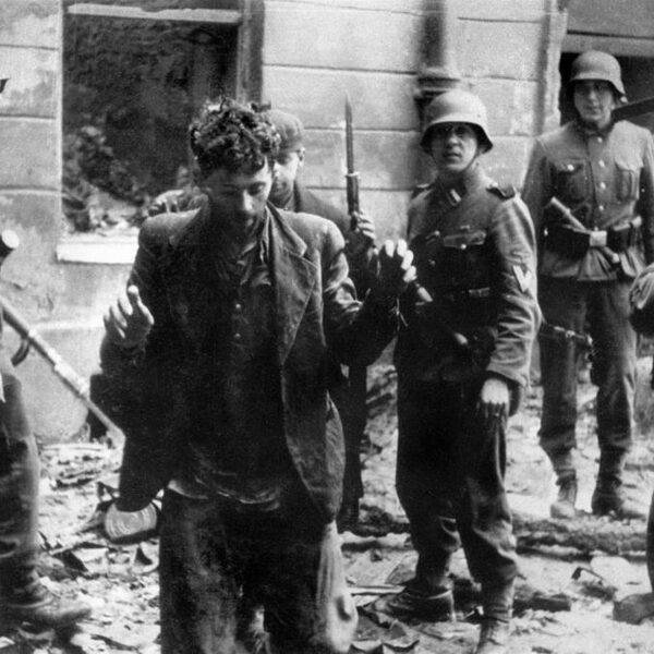 Kritisch schrijven over Polen in de Tweede Wereldoorlog mag niet meer