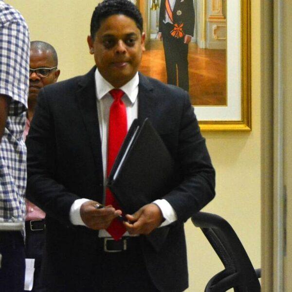 Politici op Curaçao, Aruba en Sint-Maarten moeten inleveren in ruil voor Nederlandse coronasteun