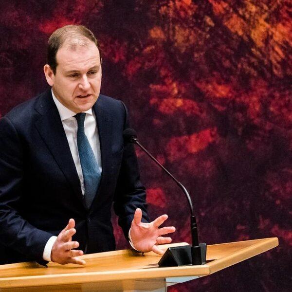 PvdA-leider Asscher verwijt kabinet 'hol applaus' voor de zorg