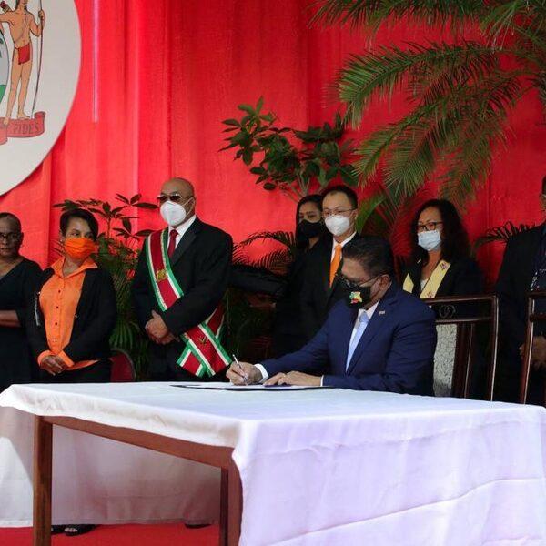 Chan Santokhi geïnstalleerd als president van Suriname