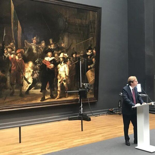 Nachtwacht van Rembrandt wordt voor oog publiek gerestaureerd