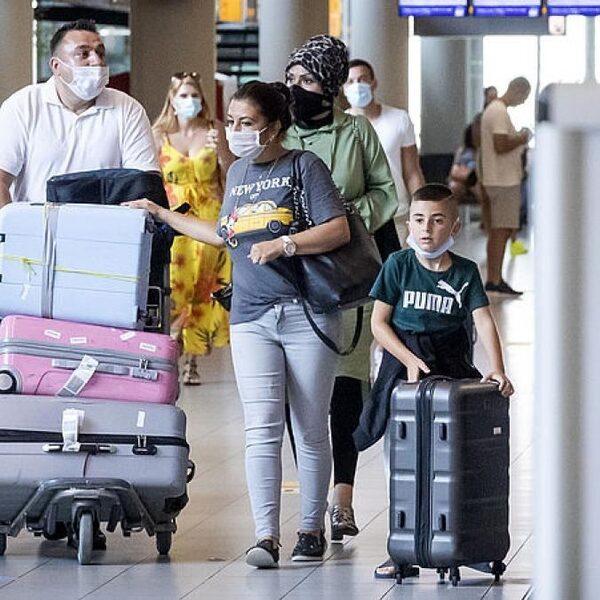 Mensen gaan ondanks de beperkingen nog steeds op vakantie: 'De overheid is nu aan zet'