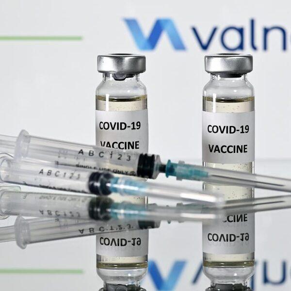 Coronavaccins die op de markt komen zijn veilig, volgens Ton de Boer van het CBG