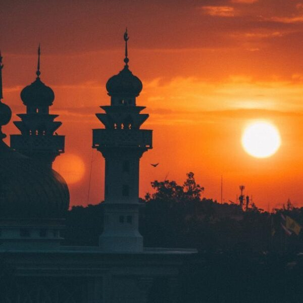 Moet de buitenlandse financiering van álle religieuze instellingen stoppen? 'Gelijke monniken, gelijke kappen'