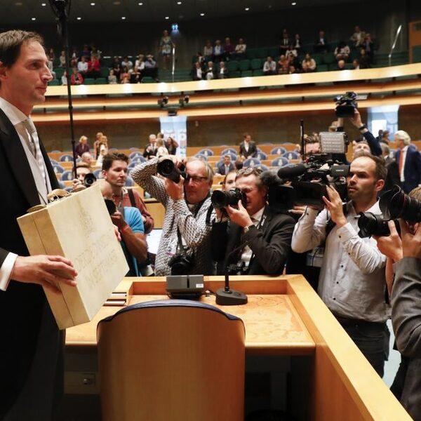Miljoenennota: robuuste groei, 'Nederland houdt zich knap staande'