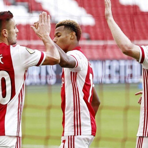 Ajax walst over Friese heren heen