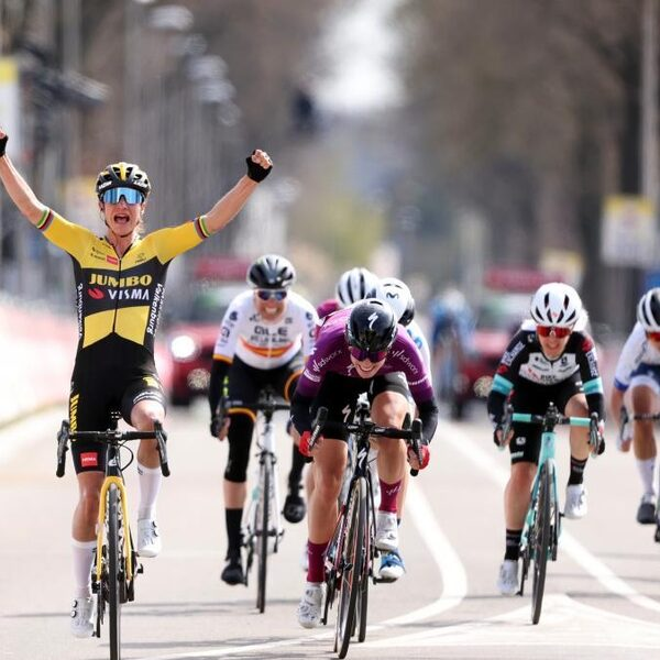 Vos wint 'adembenemende' Amstel Gold Race