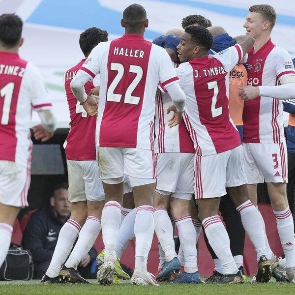 Ajax grijpt voor de twintigste keer de KNVB beker