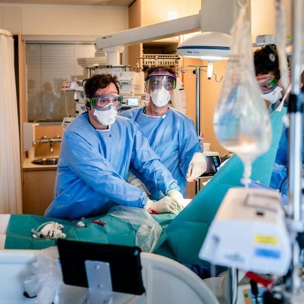 Afweerremmer geeft ernstig zieke coronapatiënten betere kansen