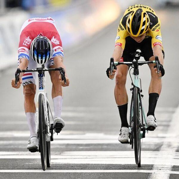 Wat roep je Mathieu van der Poel toe in de laatste kilometer van Vlaanderen's mooiste?