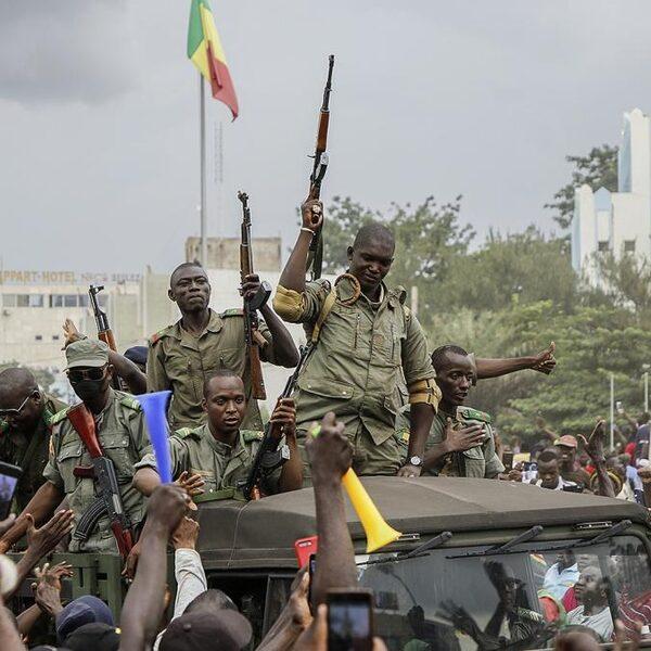 Chaos in Mali: president treedt af na gijzeling door militairen