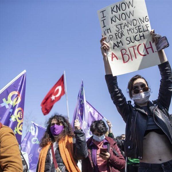 Podcast De Dag: waarom het geweld tegen vrouwen in Turkije toeneemt