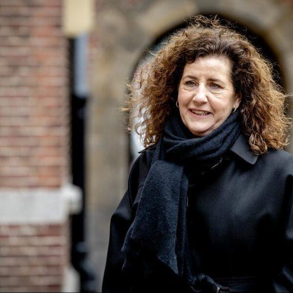 Minister Van Engelshoven: 'Sluiting scholen was niet alleen rationeel besluit'