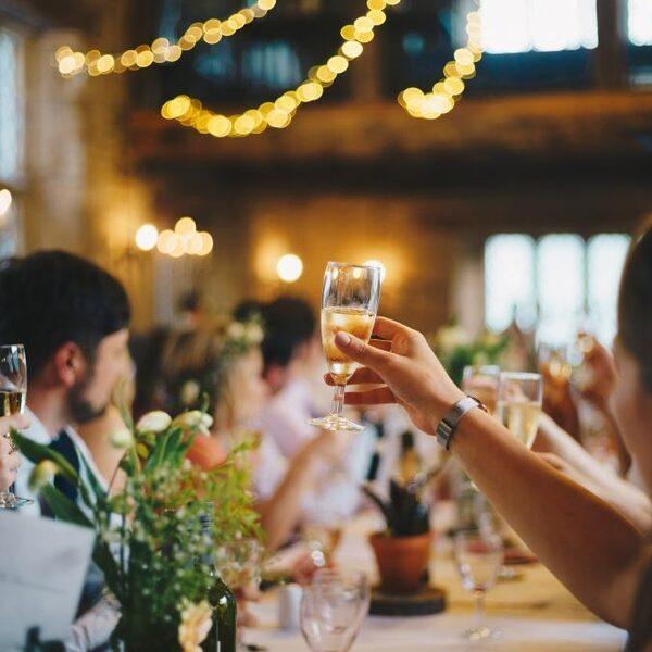 Stand.nl: 'Om oud en nieuw veilig te laten verlopen, moeten er feesten voor jongeren worden georganiseerd'