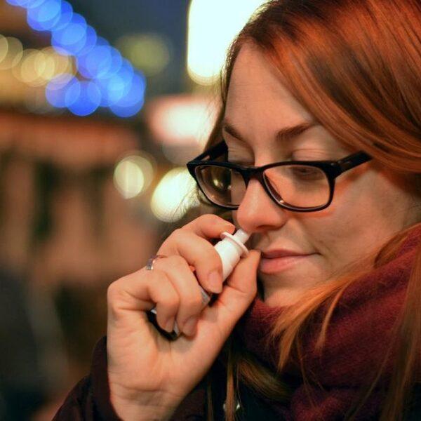 Nieuwe neusspray biedt mogelijk bescherming tegen corona voor één dag