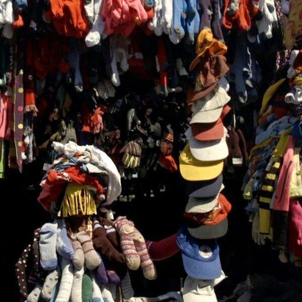 Wat er echt gebeurt met de kleding die je doneert