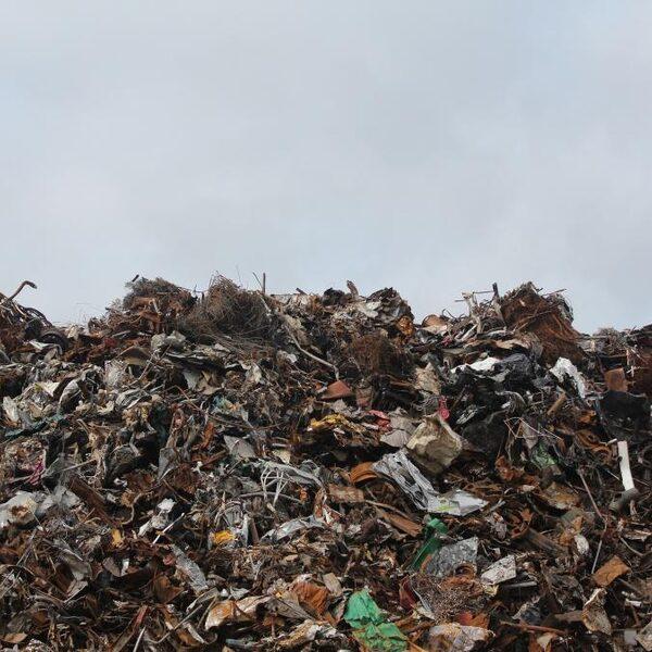 Aan handel in afval worden miljarden verdiend en dat is een groot probleem