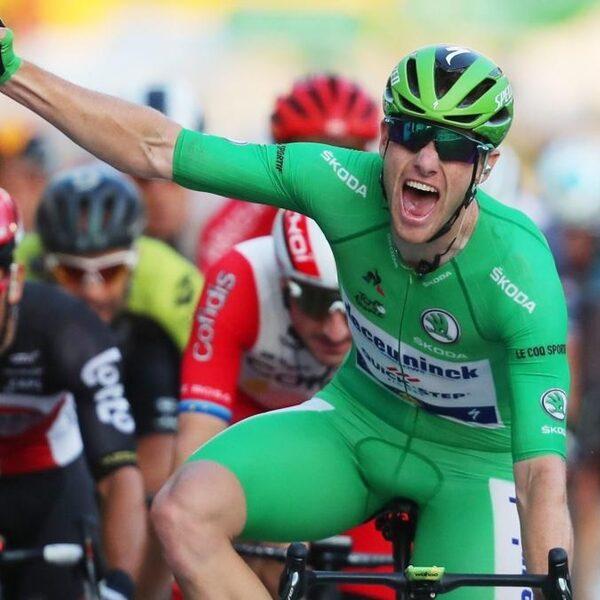 Groene Bennett wint laatste rit Tour, Pogacar pakt eindzege in Parijs