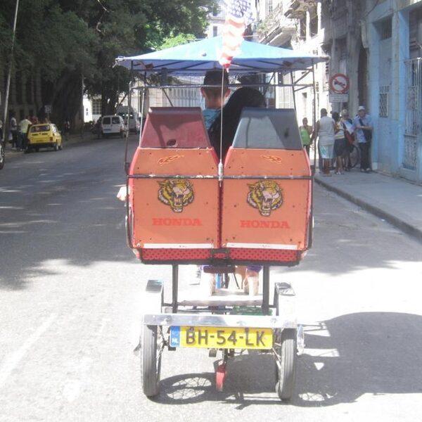 Cuba lonkt naar dollars en vrije markt