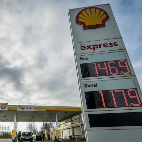 Olieprijs ingestort: kunnen we straks gratis tanken?