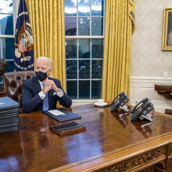 Met wie belt Biden het eerst?