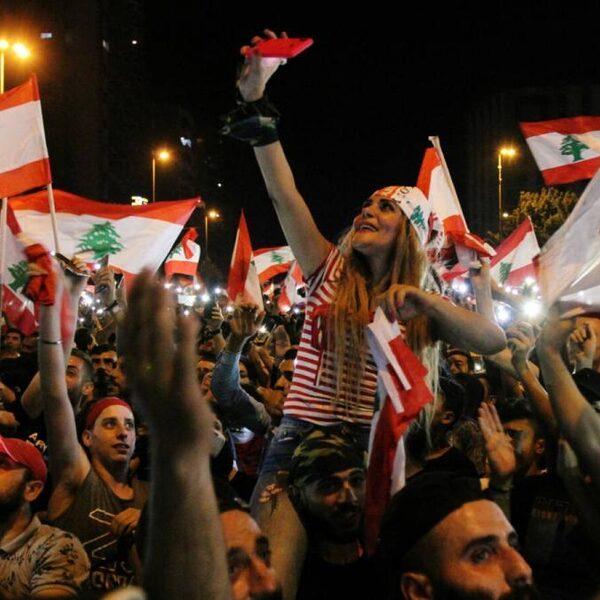 Crisisberaad in Libanon na brede en grootschalige protesten