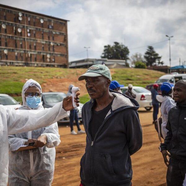 'Situatie is schrijnend en kortzichtig': Oxfam Novib wil dat armere landen ook coronavaccins kunnen krijgen