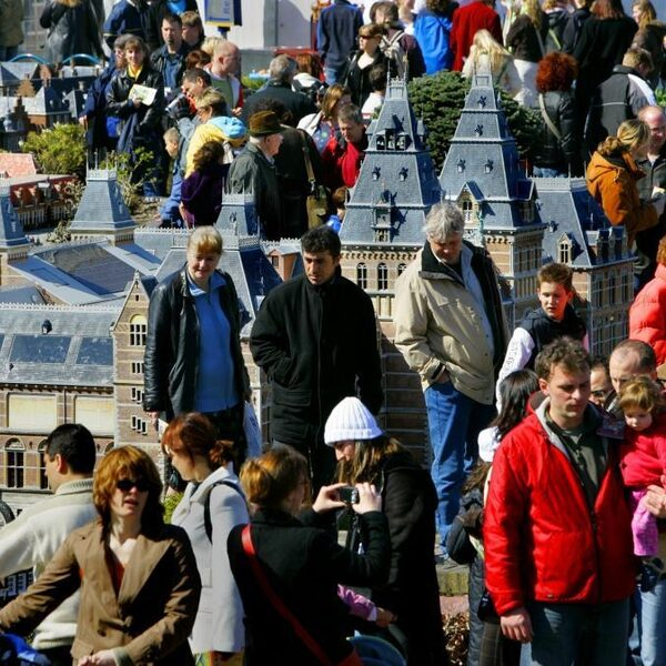 Toerisme neemt weer enorm toe: 'Maar we moeten ook kijken naar de nadelen'