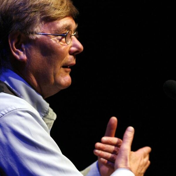Ab Osterhaus: 'Als we niets doen stevenen we af op een nieuwe lockdown'