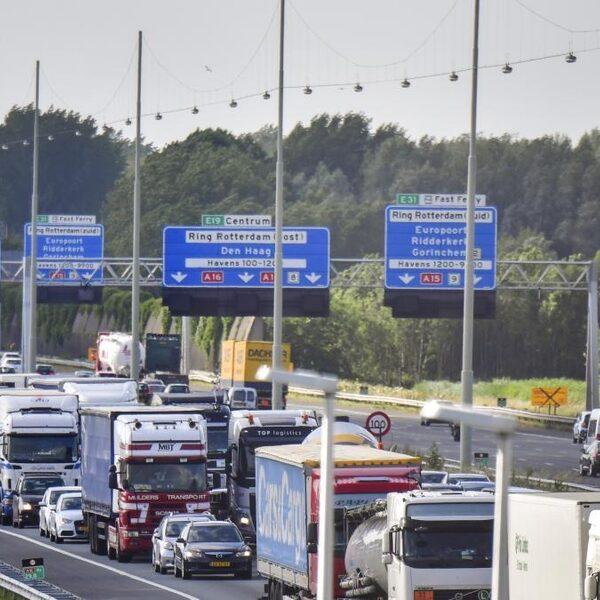Moeten vrachtwagens 's nachts de weg op?