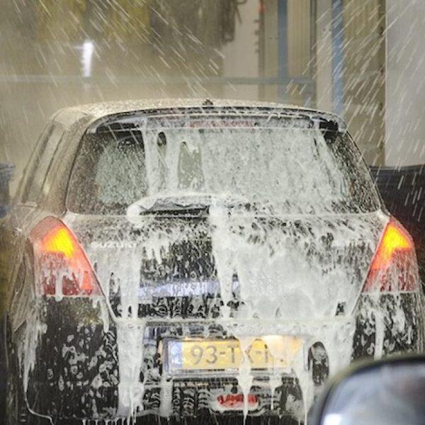 Schade aan je auto door de wasstraat? 'Zonder bewijs heb je geen poot om op te staan'