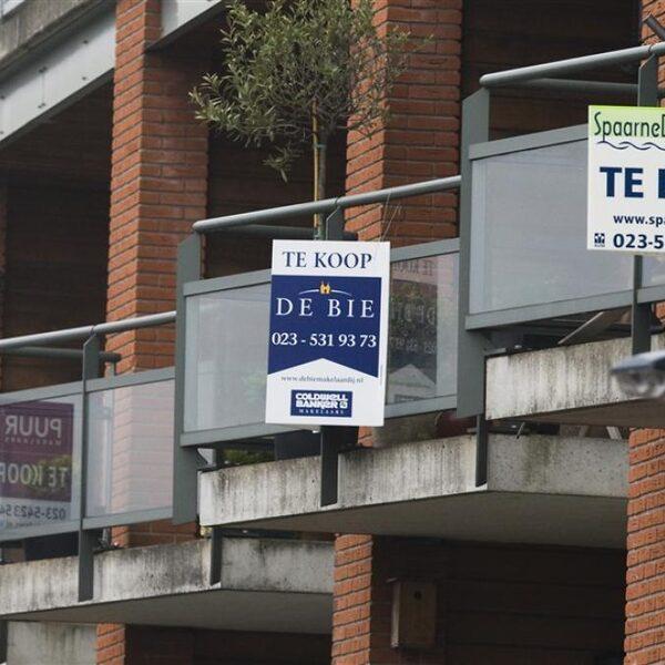 Huizenprijzen blijven stijgen: 'Makelaars spelen vies spelletje waar consument de dupe van is'