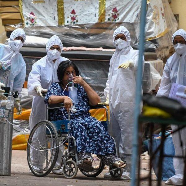 Een besmettingsrecord in India: hoe kon het zo uit de hand lopen?