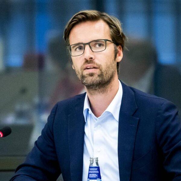 EU legt China voor het eerst sinds 1989 sancties op, D66'er Sjoerdsma op zwarte lijst