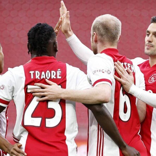 Ajax wint met vette cijfers, maar duel eindigt in blessuregolf